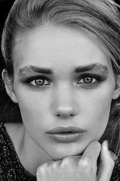 Woman:Non è la vita che avrei voluto mai desiderato vivere non è quel sogno che sognavamo insieme eppure io non credo questa sia l'unica via per noi....................................Is not the life I wanted to live ever wanted is not that dream we dreamed together and yet I do not think this is the only way for us