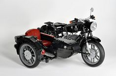 Maxime Cheng's beautiful classic BMW motorcycle has appeared here before (twice in fact), and it's now been joined by an equally stunning sidecar. Easily one of the finest Lego moto… Lego Technic, Vw Bus, Lego Motorbike, Auto Union 1000, Wiking Autos, European Motorcycles, Lego Truck, Micro Lego, Iron Man Wallpaper