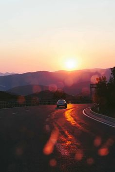 Drive into the sunset and let the adventures begin. Disney Instagram, Landscape Illustration, Illustration Art, Adventure Awaits, Wonders Of The World, Beautiful Places, Amazing Places, Sunrise, Road Trip