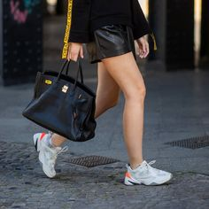 Best Cheap Dad Trainers Cinema Outfit, Elle Taylor, Spring Fashion, Autumn Fashion, Trench Dress, Skirts With Boots, Fall Trends, Fall Wardrobe, Star Fashion