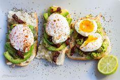 Oua, avocado si ceai verde Avocado Toast, Cooking Recipes, Breakfast, Green, Morning Coffee, Cooker Recipes, Morning Breakfast, Recipies, Recipes
