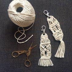 Portachiavi / accessorio borsa in macrame  bianco panna con gancio keys rings chains bag accessories fashion cool embroidery knots nodo by EmboooStore #italiasmartteam #etsy