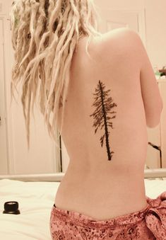Small pine tree tattoo on back - 60 Awesome Tree Tattoo Designs Pine Tattoo, Tattoo On, Back Tattoo, Knot Tattoo, Tattoo Girls, Girl Tattoos, Tatoos, Men Tattoos, Sister Tattoos
