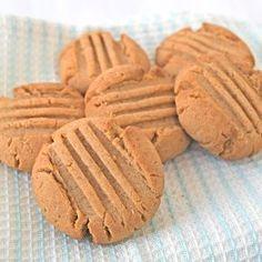 Gek op pindakaas, dan zul je deze pindakaas koekjes heerlijk vinden! Met dit eenvoudige recept maak je maar liefst 24 koekjes.