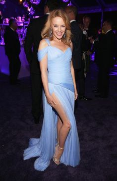 Kylie Minogue in Ralph & Russo attends Elton John AIDS Foundation Academy Awards Viewing Party. Kylie Minogue, Lovely Dresses, Beautiful Outfits, Star Wars, Vanity Fair Oscar Party, Prom Dresses, Formal Dresses, Female Singers, Fashion Show