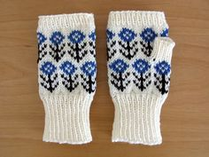 Super cute mittens by Japanese knit designer.