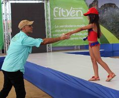 Exhibición de atuendos ideales para disfrutar de los diversos destinos de Venezuela tales como playa y llanos.