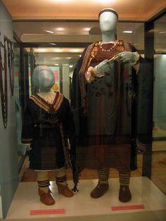 Atdarinati lībiešu bērna un sievietes tērpi, 11. gs. LNVM Reproductions of Liv/Livonian/lībiešu child's and woman's clothing. 11th century. Latvian National History Museum.