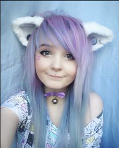 Kitti milkgore I love her hair in this one >.< I want my hair like dat