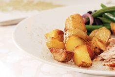 Kijk wat een lekker recept ik heb gevonden op Allerhande! Gebakken aardappelen met knoflook Baked Potato, Potato Salad, Good Food, Potatoes, Dishes, Baking, Vegetables, Ethnic Recipes, Paradise