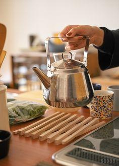 Kitchen Island Bar, Kettle, Wooden Products, Kitchen Appliances, Stretch Fabric, Diy Kitchen Appliances, Tea Pot, Home Appliances, Boiler