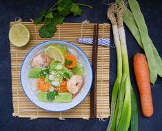 Bouillon thaï aux carottes, haricots coco plats et scampis Bouillon Thai, Fresh Rolls, Ethnic Recipes, Kitchen, Food, Cream Soups, Cilantro, Carrots, Snap Peas