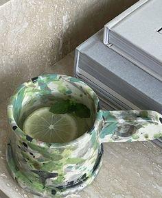 Ceramic Pottery, Pottery Art, Ceramic Art, Pretty Mugs, Cute Mugs, Keramik Design, Jolie Photo, Aesthetic Food, Clay Crafts