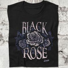 Camiseta Black Rose, inspirada en la canción del mítico grupo de Rock Thin Lizzy. Con diseño de una rosa en color plateado con el texto Black Rose. www.diablocamisetas.com