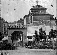 1869. Plaza del Dos de Mayo. Fotografía de Laurent. Fototeca del Patrimonio Histórico
