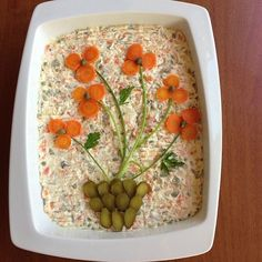 The 12 best ideas for arranging salad plates for guests on the banquet table Top-Rezepte.de - The 12 best ideas for arranging salad plates for guests on the banquet table Top-Rezepte. Salad Design, Food Design, Cute Food, Good Food, Food Carving, Vegetable Carving, Food Garnishes, Garnishing, Veggie Tray