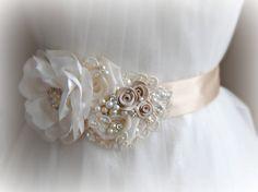 Champagne y Marfil novia faja cinturón de boda por TheRedMagnolia
