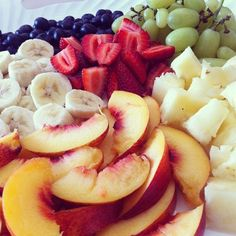 Peaches, Bananas, Blueberries, Strawberries, Grapes, and Pineapples... all delicious!!!