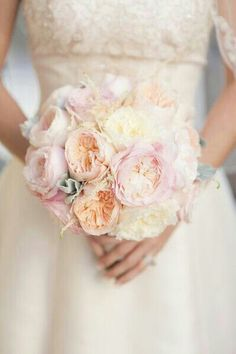 d75a3c81a8ad9 Creamy - white - peach - colours ❤ Small Wedding Bouquets, Floral Bouquets,  Bridesmaid