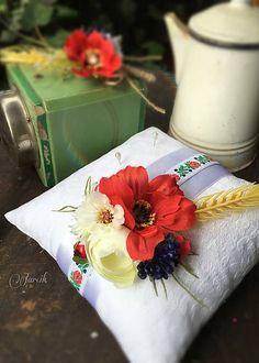 jarcik / Svadobný vankúšik Vlčí mak Folk, Gift Wrapping, Table Decorations, Gifts, Wedding, Home Decor, Paper Wrapping, Presents, Valentines Day Weddings