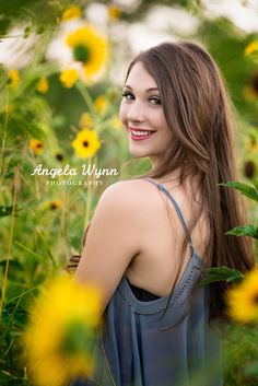Senior Picture Poses For Girls Pose Portrait, Senior Portraits Girl, Senior Photos Girls, Senior Girl Poses, Senior Girls, Senior Session, Portrait Ideas, Female Portrait, Outdoor Senior Pictures