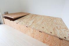 platform storage / lifts up Wood Pallet Furniture, Plywood Furniture, Diy Furniture, Furniture Design, Diy Daybed, Diy Sofa, Japanese Furniture, Japanese Interior, Bed Frame Design