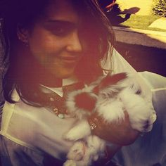 Jessica Alba - Did you already see the cutest photo's of our favorite celebs with their loved animals? See all ==> www.pretamama.com - Pret a Mama