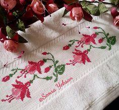 Küpe çiçeği Embroidery Needles, Cross Stitch Embroidery, Embroidery Patterns, Hand Embroidery, Cross Stitch Flowers, Just Cross Stitch, Bargello, Stitch 2, Christmas Cross