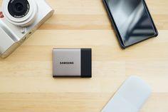 普段からポータブルHDDを持ち歩くのだが、けっこう重いしかさばるという問題点も。最近はポータブルSSD も安くなってきたし、そろそろ買い換えを検討している。そこで、トバログ的に「HDD から SSD に買い換えたい理由」や、気になっている SSD などを紹介してみる。