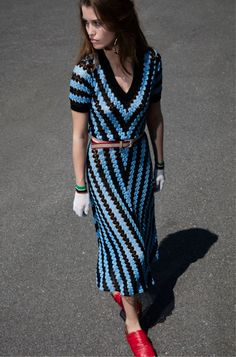 Crochet Dresses Missoni Resort 2018 Collection Photos - Vogue - The complete Missoni Resort 2018 fashion show now on Vogue Runway. Fashion 2018, Fashion Week, Look Fashion, Runway Fashion, Dress Fashion, Missoni, Cristian Dior, Mode Crochet, Black Crochet Dress