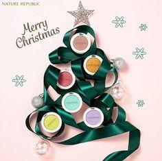 New Year & Christmas art ideas Beauty Photography, Jewelry Photography, Still Life Photography, Product Photography, Perfume, Displays, Christmas Poster, Christmas Photography, Prop Styling