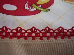 Very nice crochet on tablecloth Love the wsy this is attached to the cloth! Crochet Edging Patterns, Crochet Lace Edging, Crochet Borders, Crochet Trim, Easy Crochet, Crochet Stitches, Knit Crochet, Crochet Classes, Crochet Videos