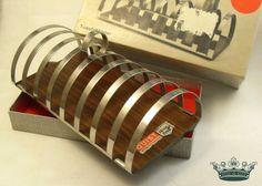 WOOD 60er 70er Vintage Toast Ständer Tablett OVP von Mont Klamott - Sachen & Dinge vom Zauberberg - Liebzuhabendes, Zuverschenkendes, Verspieltes, Überladenverziertes, Tickendes, Klunkerndes, Amüsierendes, Zauberhaftes, Überraschendes, Träumerisches, Verzierendes, Vintage, Antikes, Kuriositäten, Sammlerstücke, Schmuck & Uhren ... auf DaWanda.com