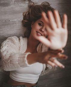 aperture iso what is iso shutter speed aperture … Creative Portrait Photography, Portrait Photography Poses, Photography Poses Women, Self Portrait Poses, Creative Self Portraits, Bedroom Photography, Teenage Girl Photography, Photography Lighting, Female Portrait