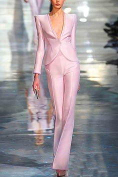See the entire collection from the Giorgio Armani Prive Spring 2010 Haute Couture runway show. Fashion Mode, Pink Fashion, Couture Fashion, Runway Fashion, Street Fashion, Fashion Show, Fashion Outfits, Womens Fashion, Fashion Design
