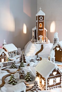Gingerbread Village at Augustine, a Luxury Collection Hotel in Prague. Gingerbread Castle, Gingerbread Christmas Decor, Gingerbread House Designs, Candy Christmas Decorations, Easy Christmas Crafts, Noel Christmas, Christmas Candy, Christmas Baking, Christmas Treats
