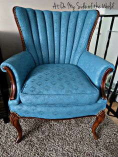 This fabric is painted! I love it! Furniture Upholstery, Upholstered Chairs, Antique Furniture, Chalk Paint Fabric, Fabric Painting, Furniture Makeover, Diy Furniture, Love Chair, High Back Chairs
