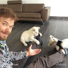 Kellan Lutz no The Black Jaguar-White Tiger Foundation (10-10-2014