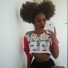 Big Afro hairstyles are basically the bigger and greater version of the Afro hairstyles. Afro which is sometimes shortened as 'FRO, is a hairstyle worn naturally outward by The African American black people. Pelo Natural, Natural Hair Tips, Natural Hair Journey, Natural Hair Styles, Natural Beauty, Pelo Afro, Natural Hair Inspiration, Afro Hairstyles, Puff Hairstyle