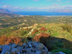 Polirrénia ou Polyrrhenia (em grego: Πολυρρηνία; transl.: Polyrrinia) é uma aldeia e um sítio arqueológico na parte ocidental de da ilha de Creta, Grécia.  https://pt.wikipedia.org/wiki/Polirr%C3%A9nia