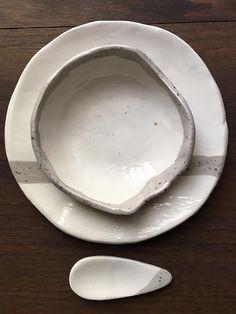 Rustic bowl. Plato, cuenco y cuchara cerámica hecha a mano by Carola Barroch