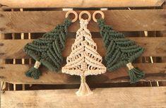 Fall Crafts, Diy And Crafts, Arts And Crafts, Macrame Art, Macrame Knots, Handmade Christmas, Christmas Crafts, Micro Macramé, Macrame Tutorial