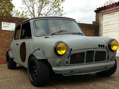 Awesome Wide Arched Wednesday Mini, looks proper cool, a touch of Rat, a touch of retro and a chunk of stance! Love it