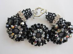 How to make Bracelet with Twisted Bugle and Faceted Beads . Russian video with English subtitles