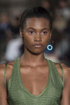 Esteban Cortazar Clp Bis at Paris Fashion Week Spring 2019 - Details Runway Photos Fashion Jewelry, Women Jewelry, Athleisure, Paris Fashion, African Fashion, High Top Sneakers, Couture, Runway, Dress Up