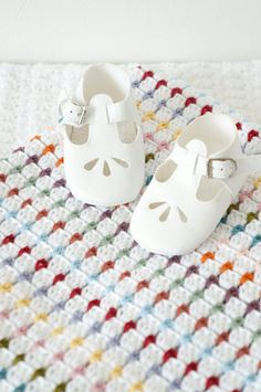 Crochet your own Annie Baby Blanket! Easy to make with full instructions. Includes lots of photos to guide you through making this lovely bright Crochet For Beginners Blanket, Crochet Blanket Patterns, Baby Blanket Crochet, Crochet Baby, Lap Blanket, Baby Bedding, Manta Crochet, Baby Afghans, Easy Crochet