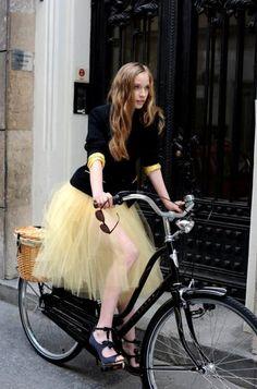 海外スナップがお手本!お嬢様風ふんわりチュールスカートがかわいすぎる♡|MERY [メリー]