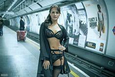 Картинки по запросу красивые девушки в метро