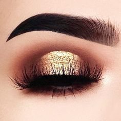 21 Ideas How To Use A Gold Glitter In Makeup ★ Eyes Makeup Ideas With Gold Glitter picture 2 ★ See more: http://glaminati.com/gold-glitter/ #makeup #makeuplover #makeupjunkie #goldglitter