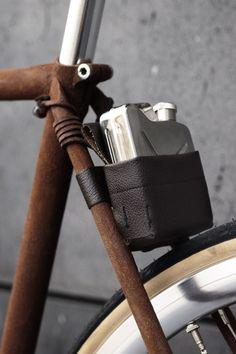 Suede finish on bike. Leather flask case Bertelli Nyc http://allerretour.org/bertelli-fixie-bikes/